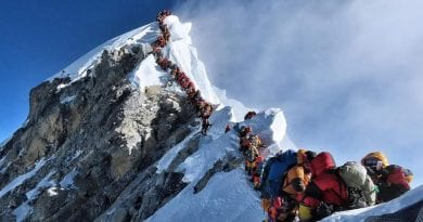 Hundreds stuck in Mt. Everest 'traffic jam' near summit…Turns deadly for American man