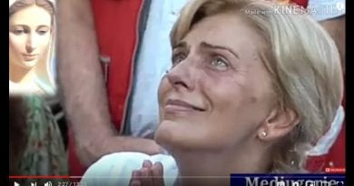 Medjugorje: Mirjana is beautiful and radiant during August 2, 2019 apparition with the Queen of Peace. Upclose HD video