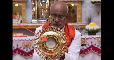 The face of Jesus appears on a consecrated host in India.The photos leave no doubt!
