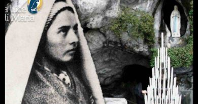 "Lourdes: The body of Saint Bernadette is still uncorrupted. Today is anniversary of first apparition February 11, 1858 ""The face of Saint Bernadette expresses a gentleness and peace that still seem to speak of a celestial vision – Powerful video"
