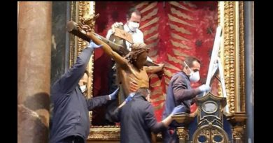 Miracle crucifix tranported to St. Peter's Square for special 'Urbi et Orbi' blessing by Pope Francis. Crucifix miraculously survived devastating fire.