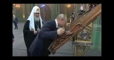 Signs: Vladimir Putin's dramatic and emotional embrace of Virgin Mary Icon caught on camera.
