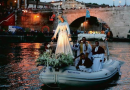 The Madonna Fiumarola passes over the Tiber to bless the city of Rome