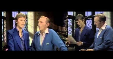 "Must See Christmas Classic – Bing Crosby & David Bowie Sing- ""The Little Drummer Boy (Peace On Earth)"""